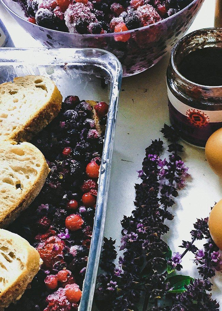 Brotauflauf mit Obst und Vanillesauce