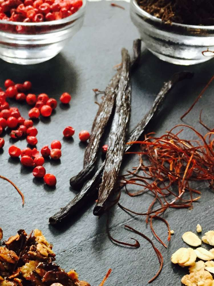 Karamellisiertes Müsli mit Chilifäden
