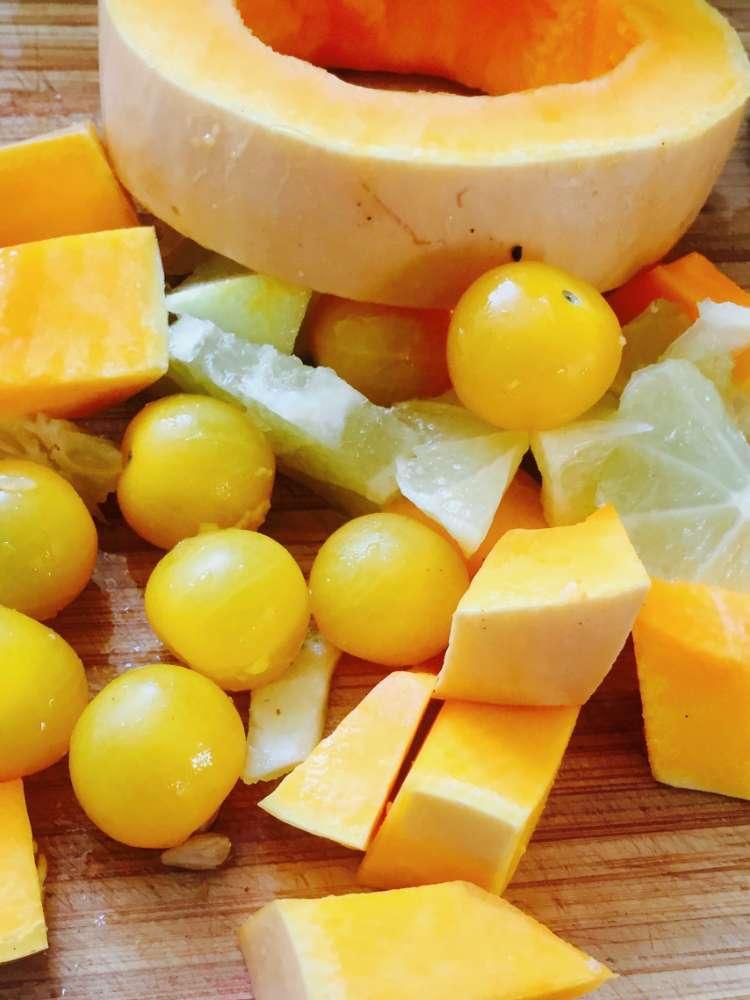 Kürbis-Orangensuppe mit Brotwürfel