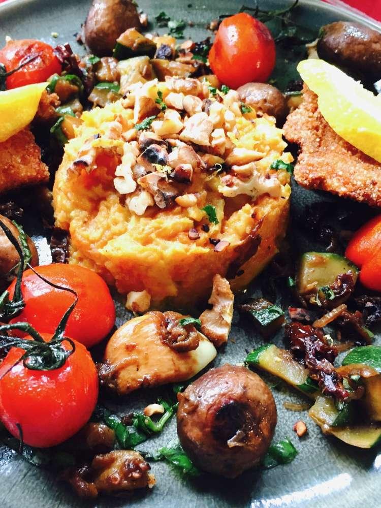 Mohrrüben Selleriepüree mit Champignons und Zucchini – Vegan